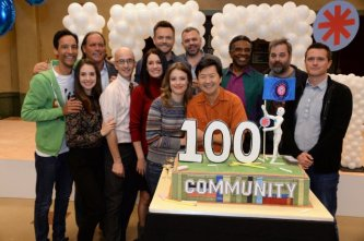 e97228b0-7f33-11e4-b83a-d5010ab38db8_community-100-th-episode-cake-cutting-4832