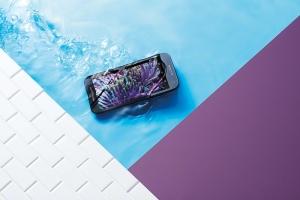 Moto_G_Black_Front_Underwater
