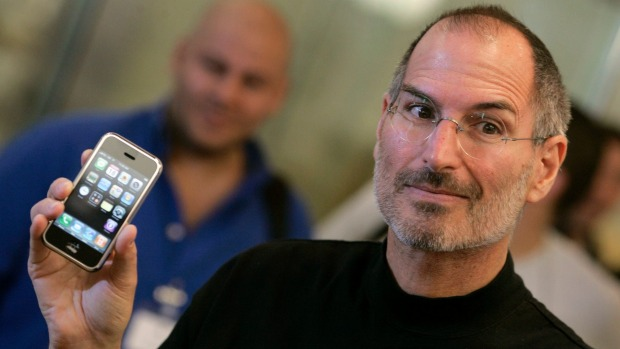 Steve Jobs showing the original iPhone