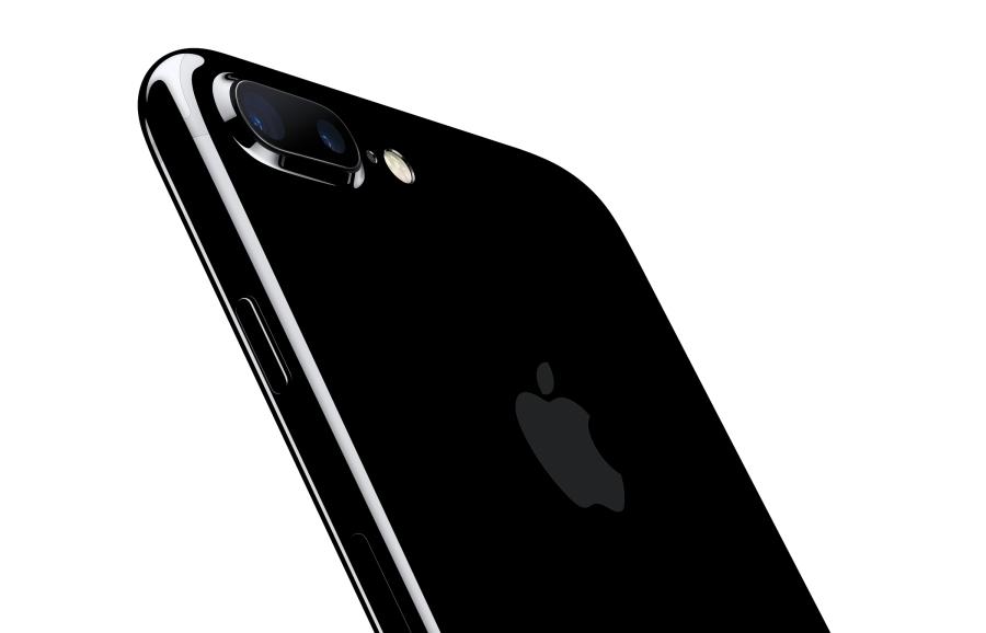 iphone7plus-jetblk-34br-leanforward_pr-print