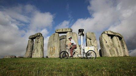 Trike_at_Stonehenge_1.2e16d0ba.fill-680x383