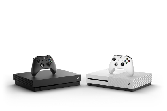 Xbox One X_Console Controller_Hrz_Family_Mirror_White and Black