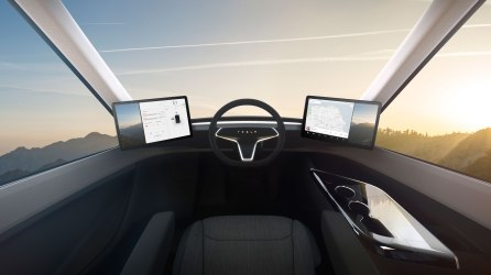 Tesla_Semi_Interior_Command-web