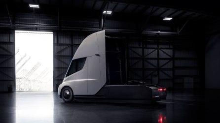 Tesla_Semi_Rear_34_Hangar-web