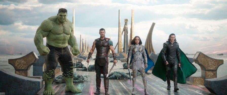 ThorRagnarok_25_Thor_Valkyrie_Hulk_Loki