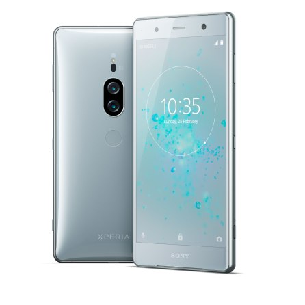 02_Xperia_XZ2-Premium_group_chromesilver_web