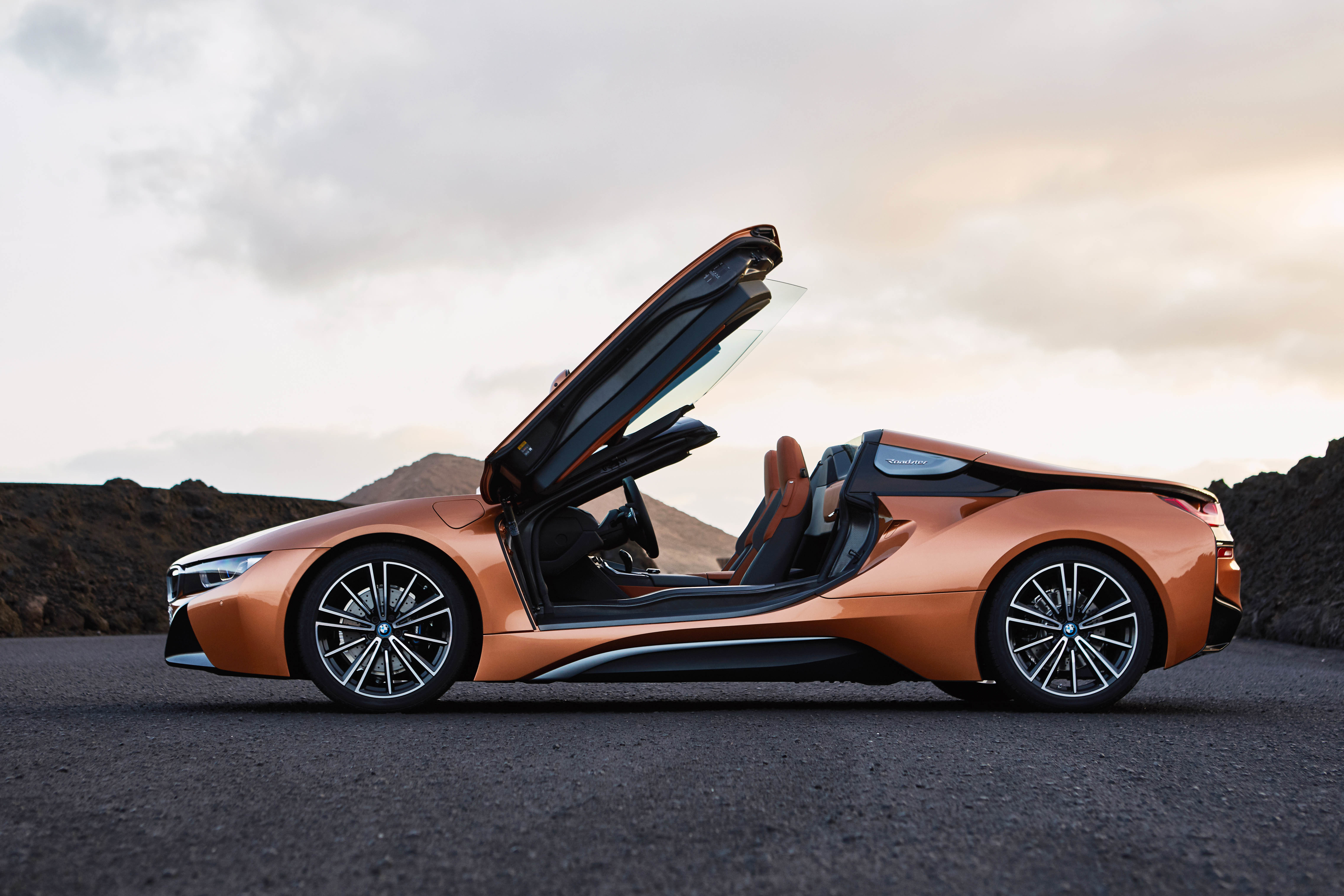 Bmw S I8 Roadster Is Now Available Thecanadiantechie