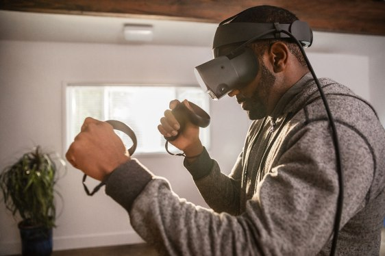 Oculus-Rift-S-Lifestyle-1