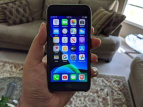 Apple iPhone SE (2020) in Apple Leather Case